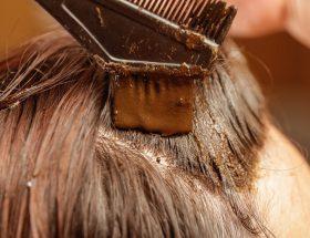 बालों को सुरक्षित और सुंदर बनाने के लिए घर पर ऐसे बनाएं नेचुरल हेयर डाई