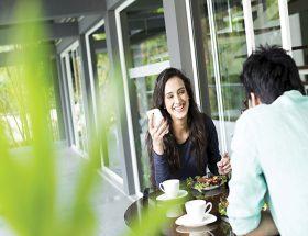ट्रौफी पत्नी: कैसे निभाएं रिश्ता