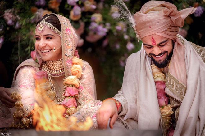 Image result for अनुष्का शर्मा को शादी के बाद पहली बार मिला पति संग खाना खाने का मौका