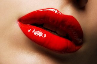 glossy-lips-make-your-looks-trendy