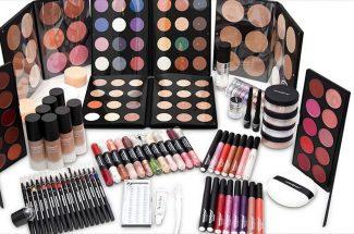 essential things in makeup kit