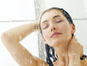 ठंड में नहाते समय रखें ध्यान