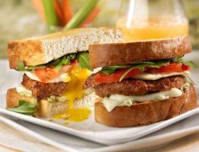 नाश्ते में बनाएं टेस्टी एग सैंडवीच