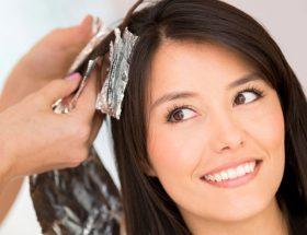 बालों में कलर कराते समय बरतें सावधानी