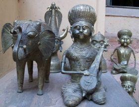 कांस्य की मूर्तियों को साफ करने के टिप्स