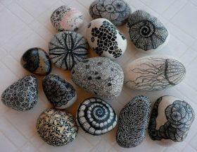 पत्थरों से सजायें घर