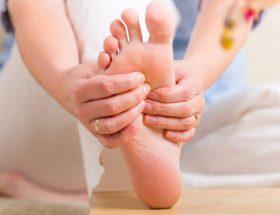 कुछ घरेलु उपाय, पैरों के दर्द को करें बाय-बाय