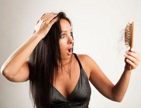 बालों के झड़ने से परेशान हैं तो अपनाइये ये उपाय