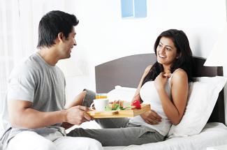 घर संभालता प्यारा पति