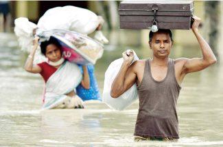 बाढ़ के दौरान बीमारियों से ऐसे करें मुकाबला