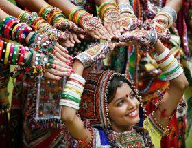 नवरात्रि पर ट्राय करें ये ट्रेंडी ज्वेलरी और पाएं अनोखा लुक