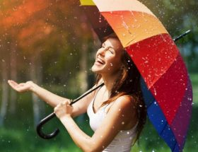 बारिश के मौसम में भी दिखें स्टाइलिश
