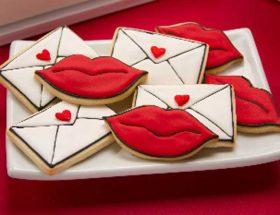 वैलेंटाइन डे पर बनाएं किसिंग कुकीज