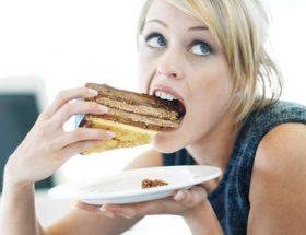 ये आदतें बढ़ाती हैं आपका मोटापा