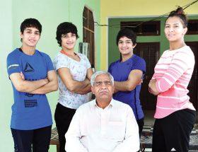 पापा बाहर से सख्त और अंदर से नर्म हैं : गीता फोगट