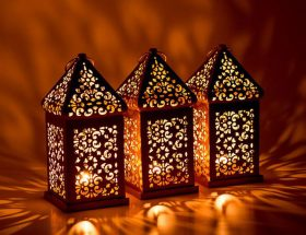 घर की सुंदरता में लगाएं चार चांद