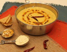 गर्मियों में बनाएं कच्चे आम की कढ़ी