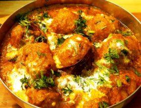 रात के खाने में बनायें कश्मीरी दम आलू