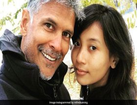 34 साल छोटी गर्लफ्रेंड के साथ मिलिंद सोमन ने मनाया अपना जन्मदिन, शेयर की तस्वीरें