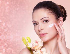 त्वचा को निखारने के लिए नाइट क्रीम है बेहतर उपाय