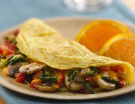 सुबह के नाश्ते में बनाएं वेज ऑमलेट