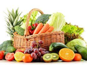 इन फलों और सब्जियों को कच्चा ही खाएं